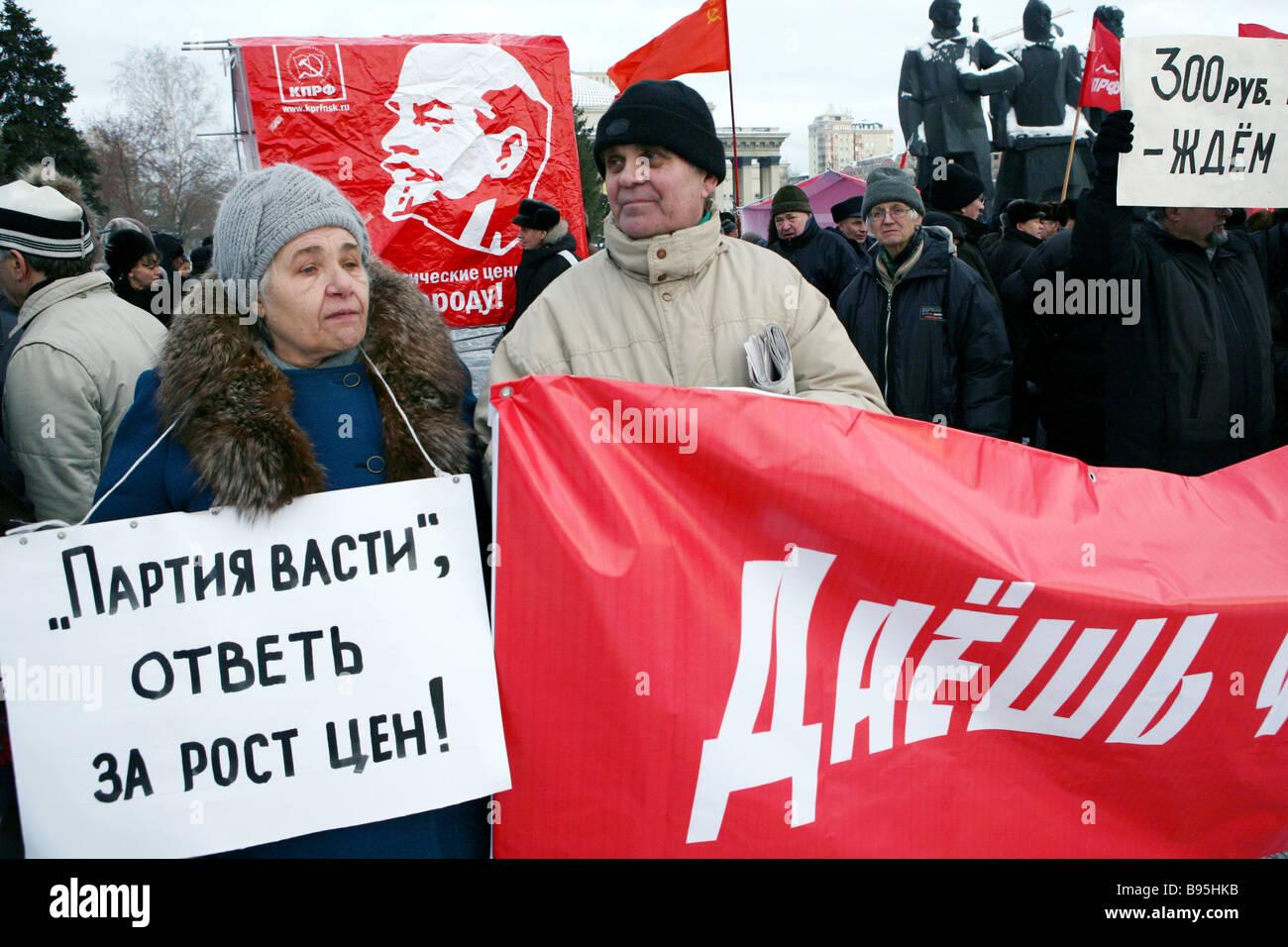 Kommunistische Partei Anhänger Rallye in Nowosibirsk Stockbild