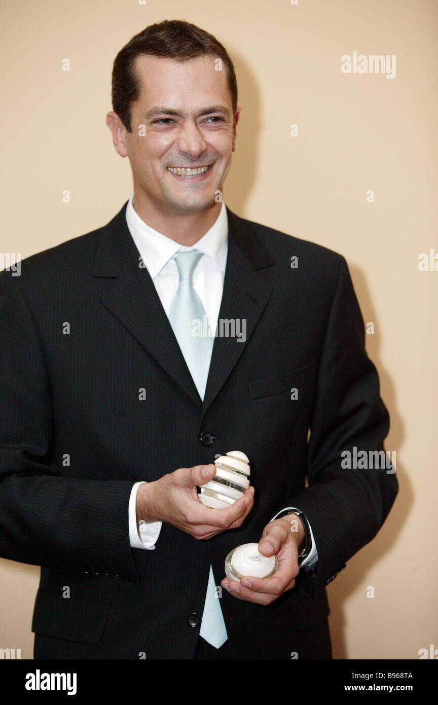 Emmanuel Vigner Parfümeur WorkShop Int l Direktor für internationale Kontakte befasst sich mit eine Pressekonferenz Stockbild