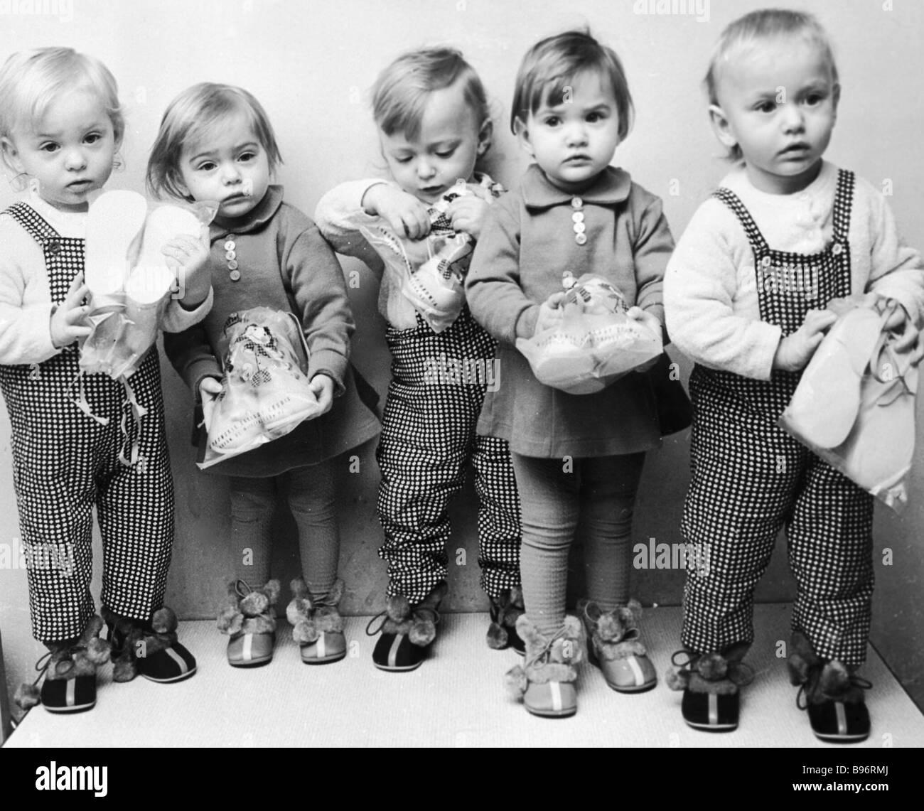 Die Ryhert Zwillinge im Alter von 1 5 Jahre Stockbild