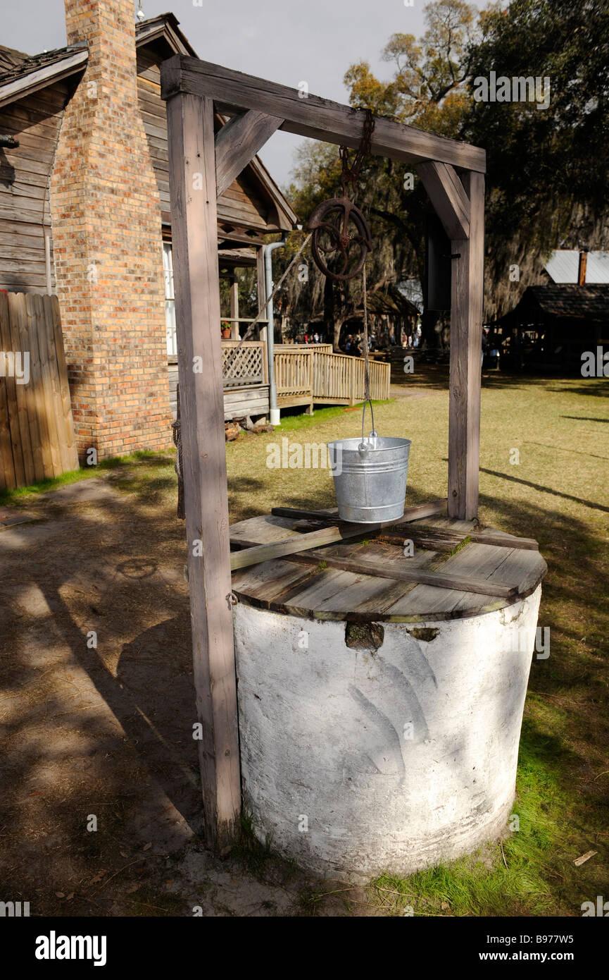 Alte historische Wasser gut wässern Stockbild