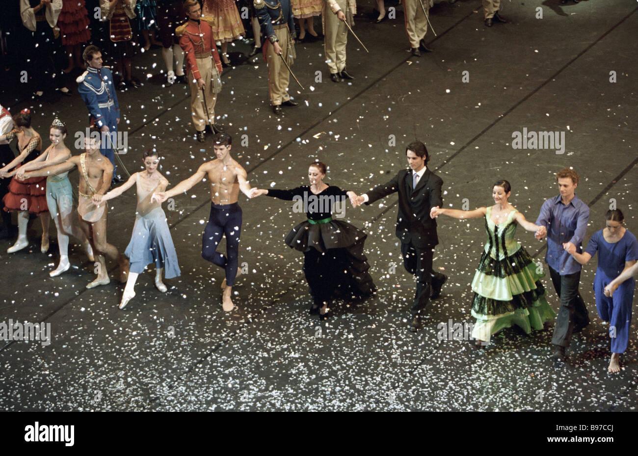 Tänzer nehmen an der Jubiläums-Soiree Ballerina Maya Plisetskaya Center im Bolschoi Stockbild