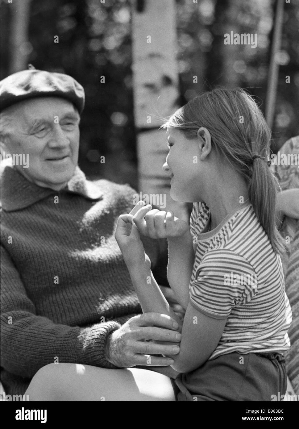 Akademiemitglied Aksel Berg mit seiner Tochter Rita Stockbild