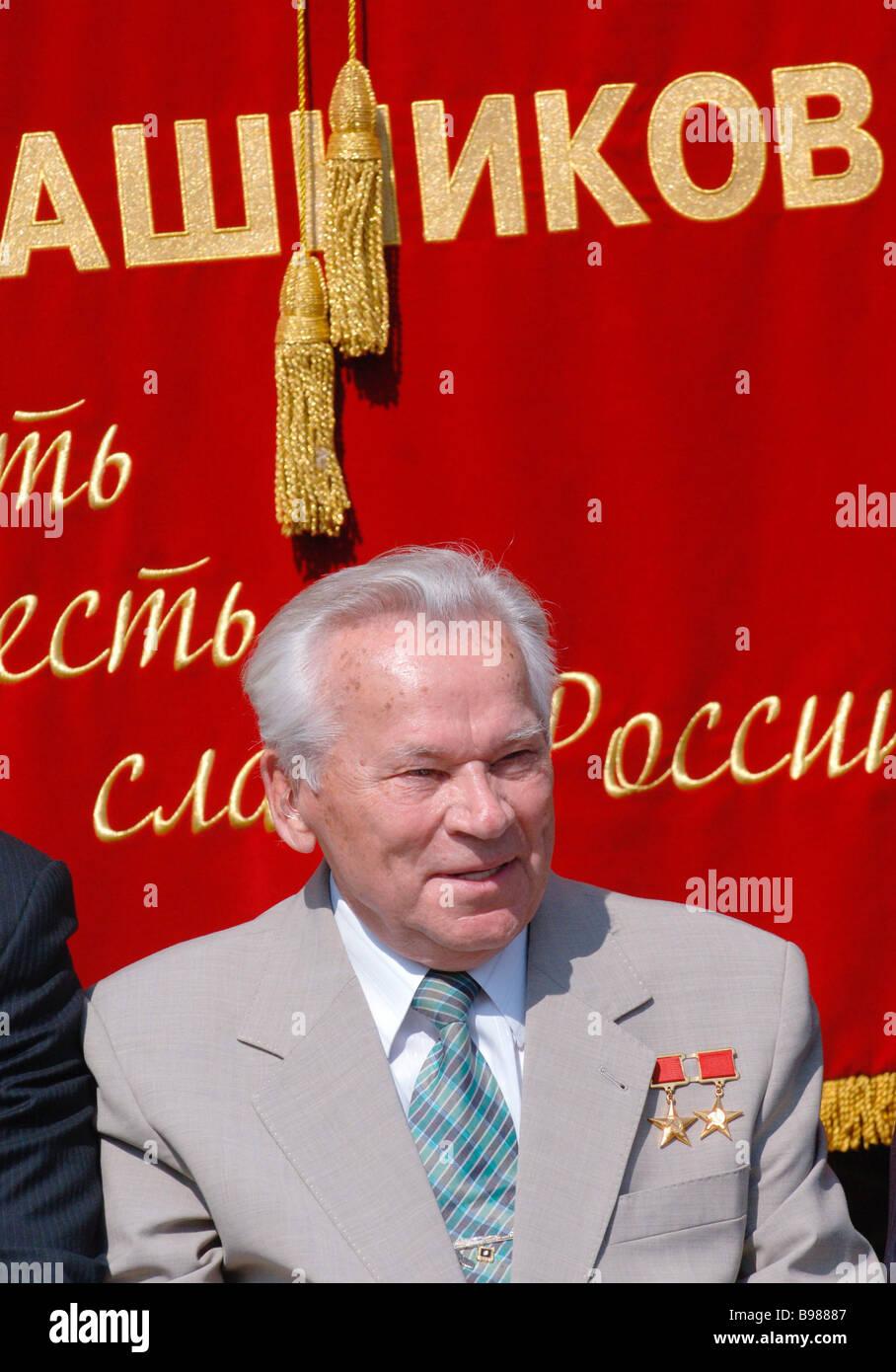 Mikhail Kalashnikov legendären Designer von russische Handfeuerwaffen auf einer internationalen Konferenz, Stockbild