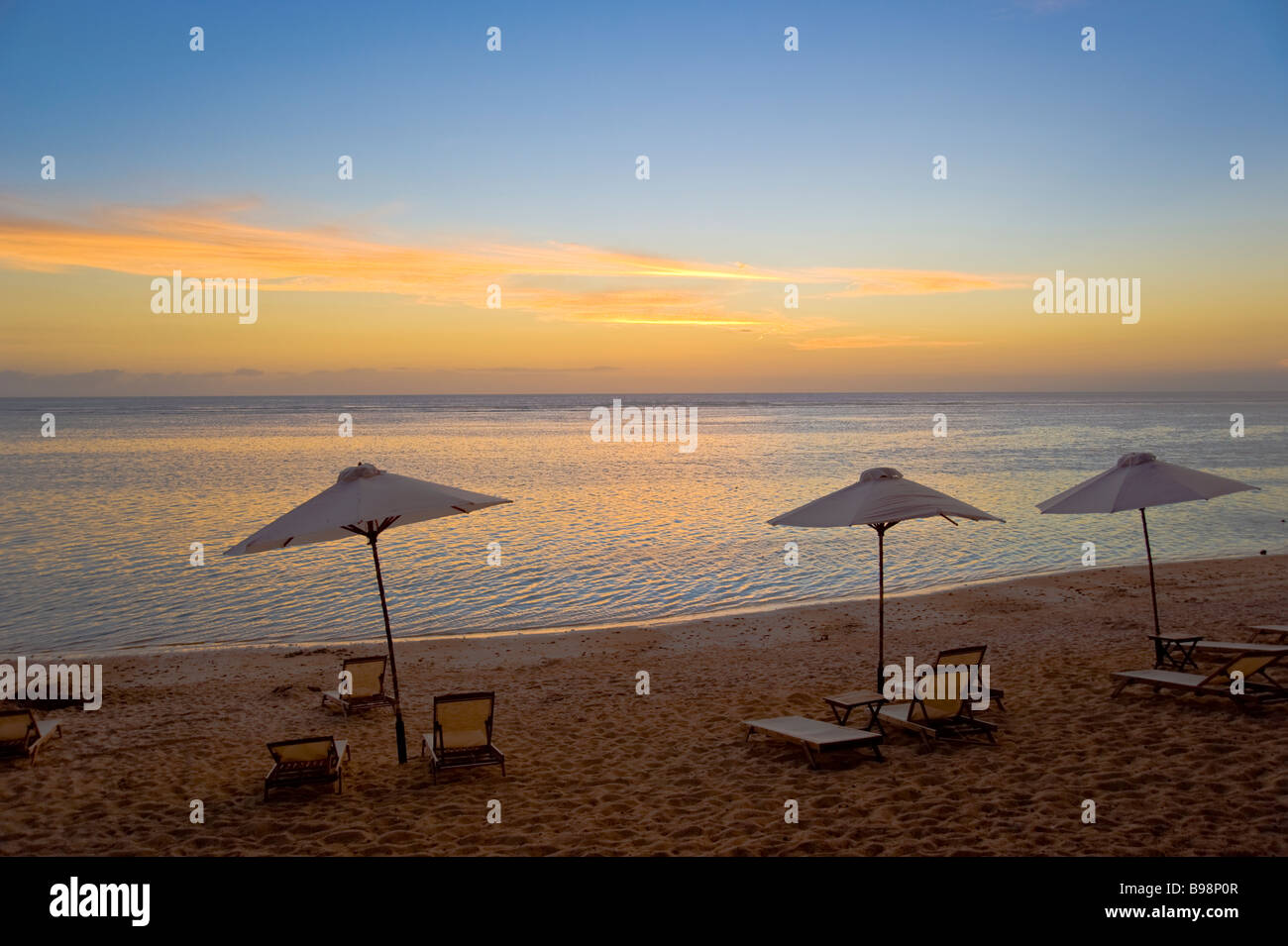 sunset beach in der n he von saint gilles in la r union frankreich raummotive bin strand von. Black Bedroom Furniture Sets. Home Design Ideas