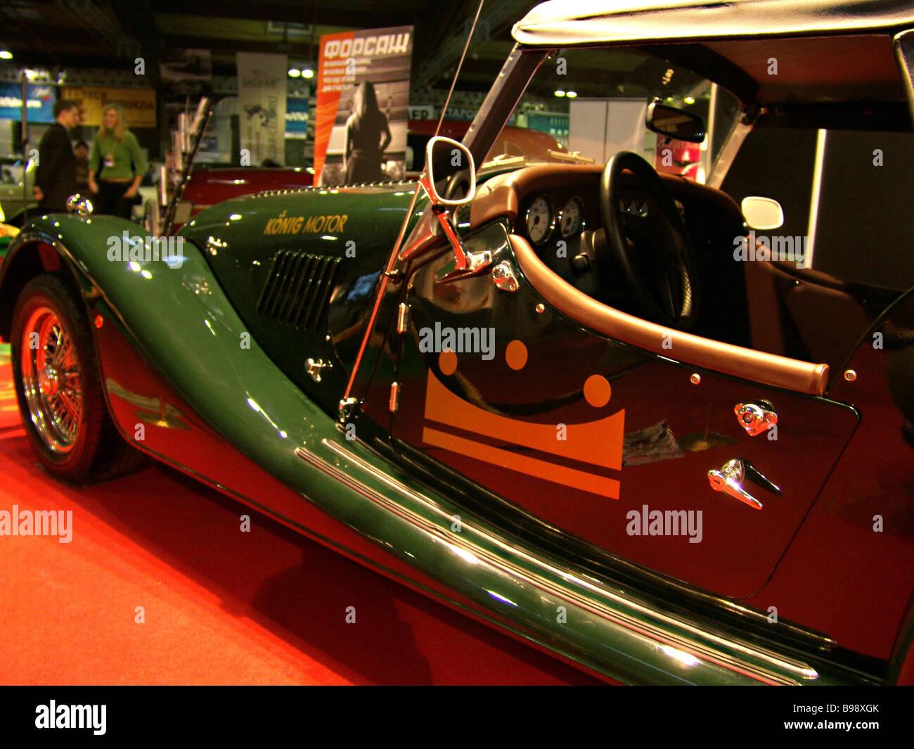 Ilya Sorokin s 5. Oldtimer Galerie die Ausstellung von alten seltenen und exotischen Autos und Motorräder an Stockbild