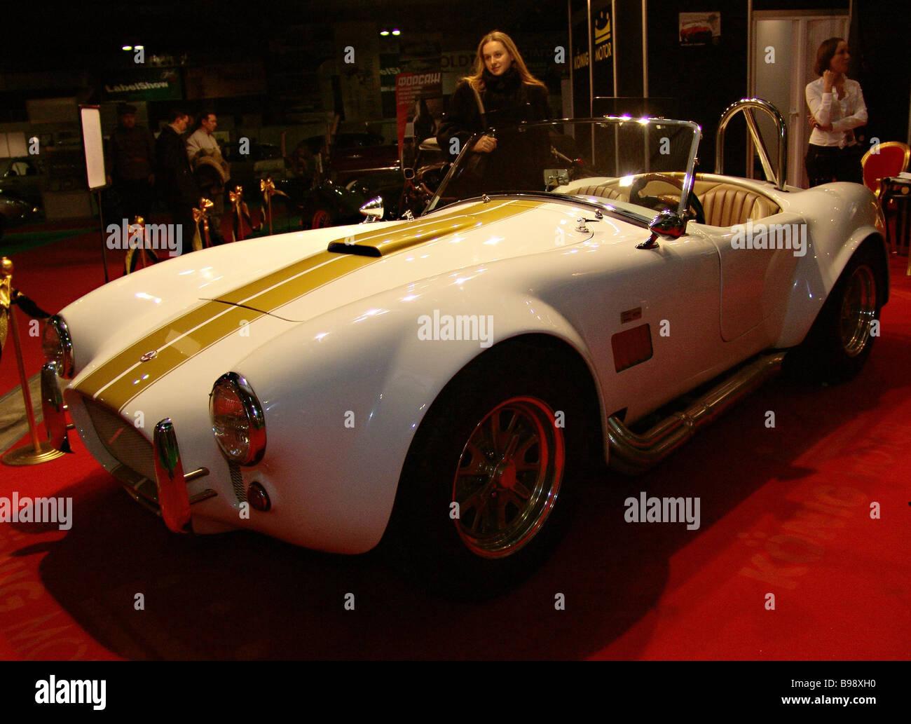 Ford Cobra 1965 bei Ilya Sorokin s 5. Oldtimer Galerie die Ausstellung alter seltene und exotische Autos und Fahrräder Stockbild