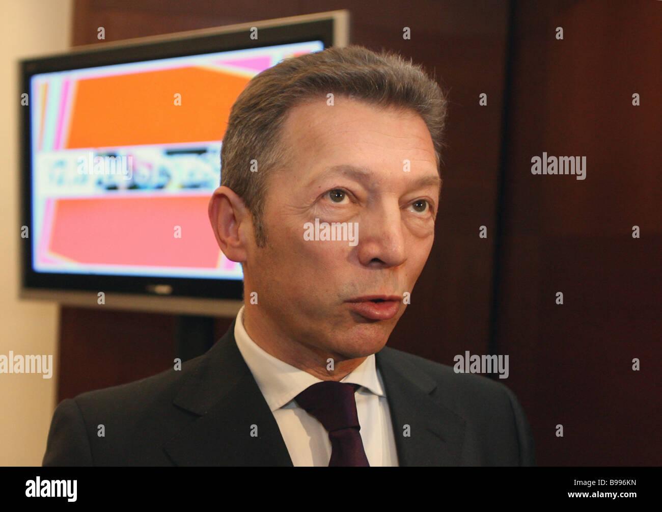Arkady Gaidamak Chief Executive Officer von Medien-Holding-Gesellschaft bevor Pressekonferenz zur Gründung Stockbild