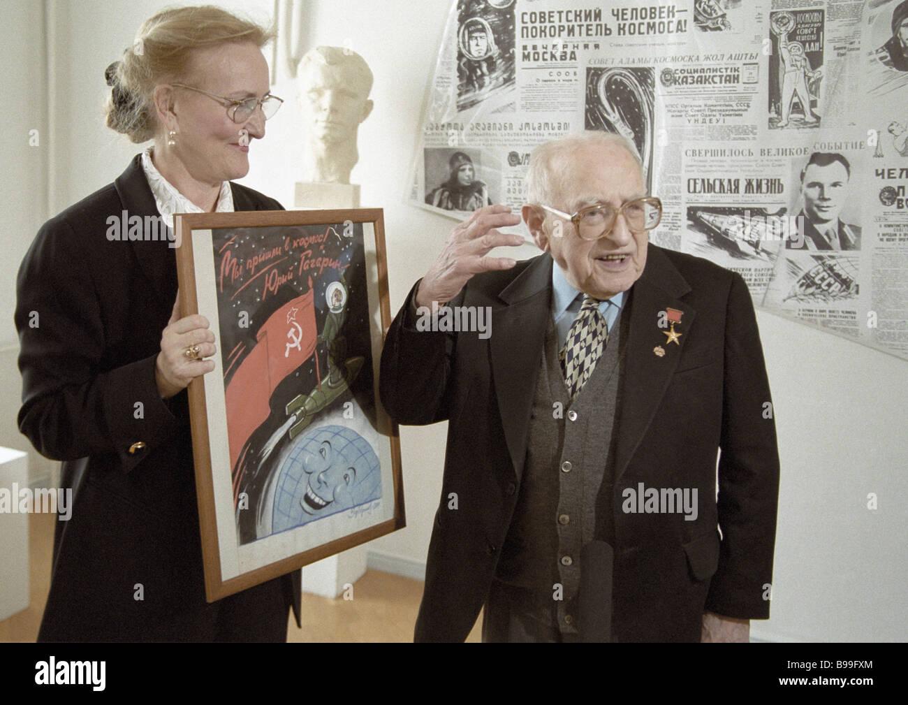 Sowjetische Grafik Künstler Boris Yefimov Vollzeit-Mitglied der russischen Akademie der Künste, die richtige Stockbild