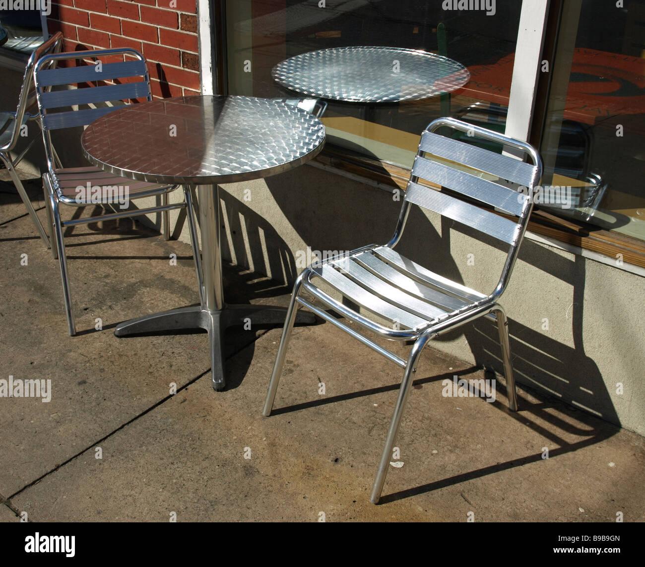 Metalltisch Und Stuhle Stockfotos Metalltisch Und Stuhle Bilder