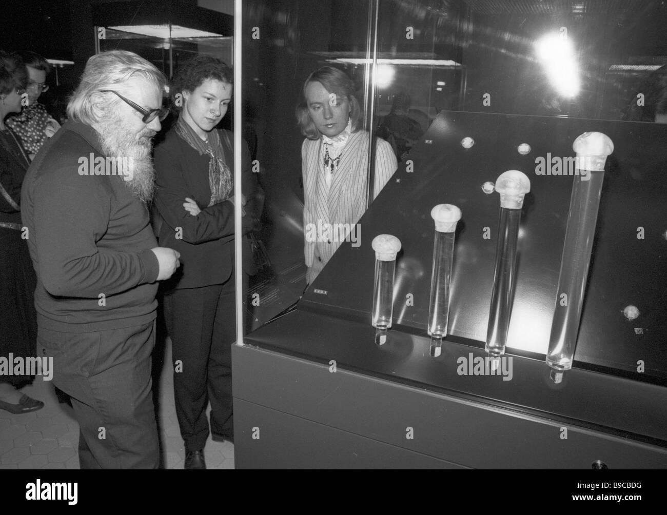Waffe-Griffe aus Bergkristall am trojanischen Schätze von Henrich Schliman Ausgrabungen Ausstellung im Puschkin Stockbild