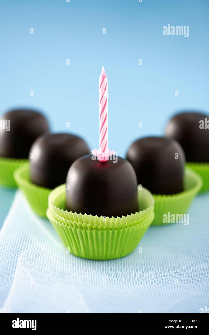 Eine Gruppe von Schokolade Creme Kuchen Stockbild