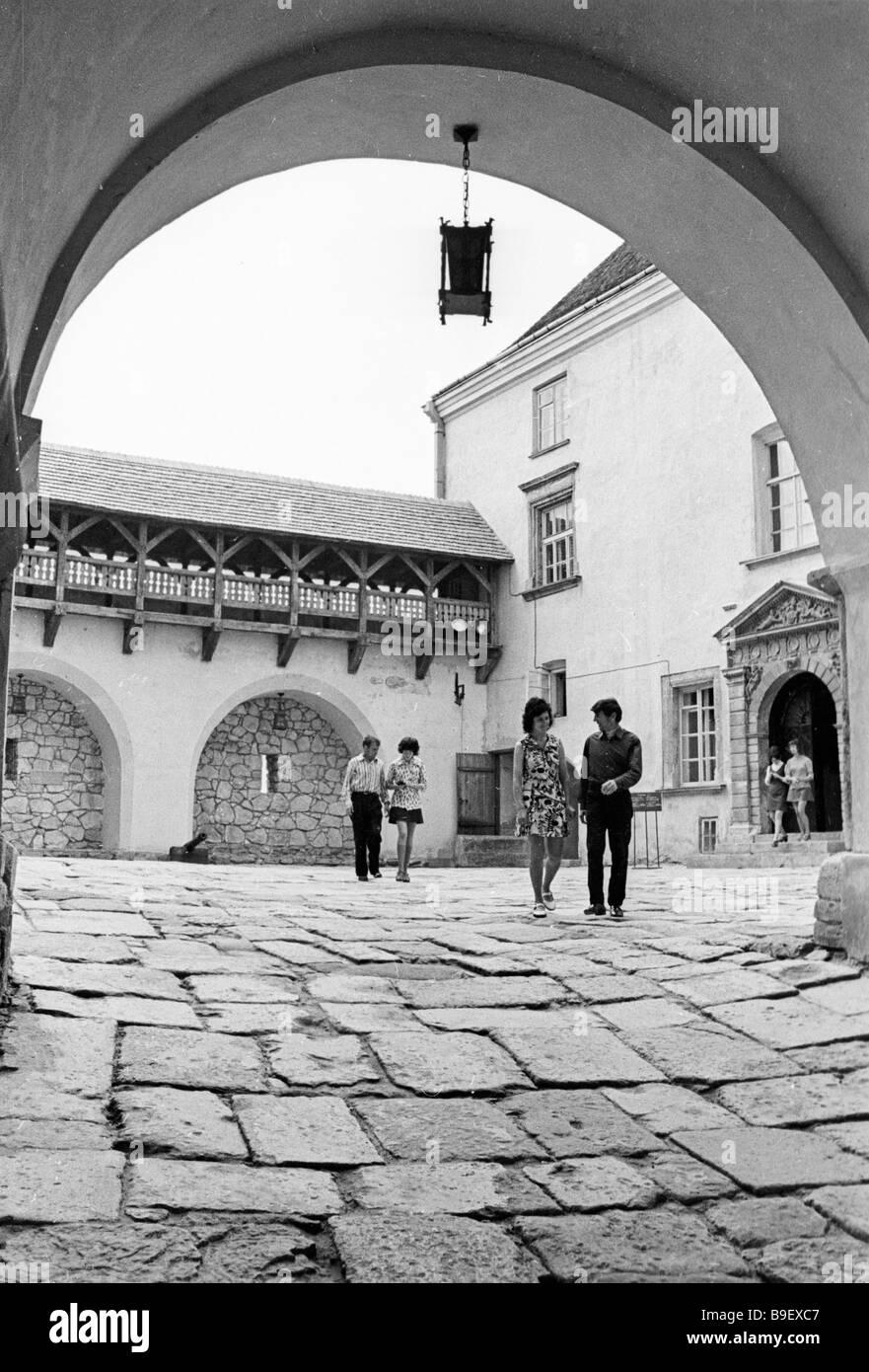 Ein Innenhof im Olessky Schloss ein Beispiel der mittelalterlichen ukrainischen Architektur Stockbild