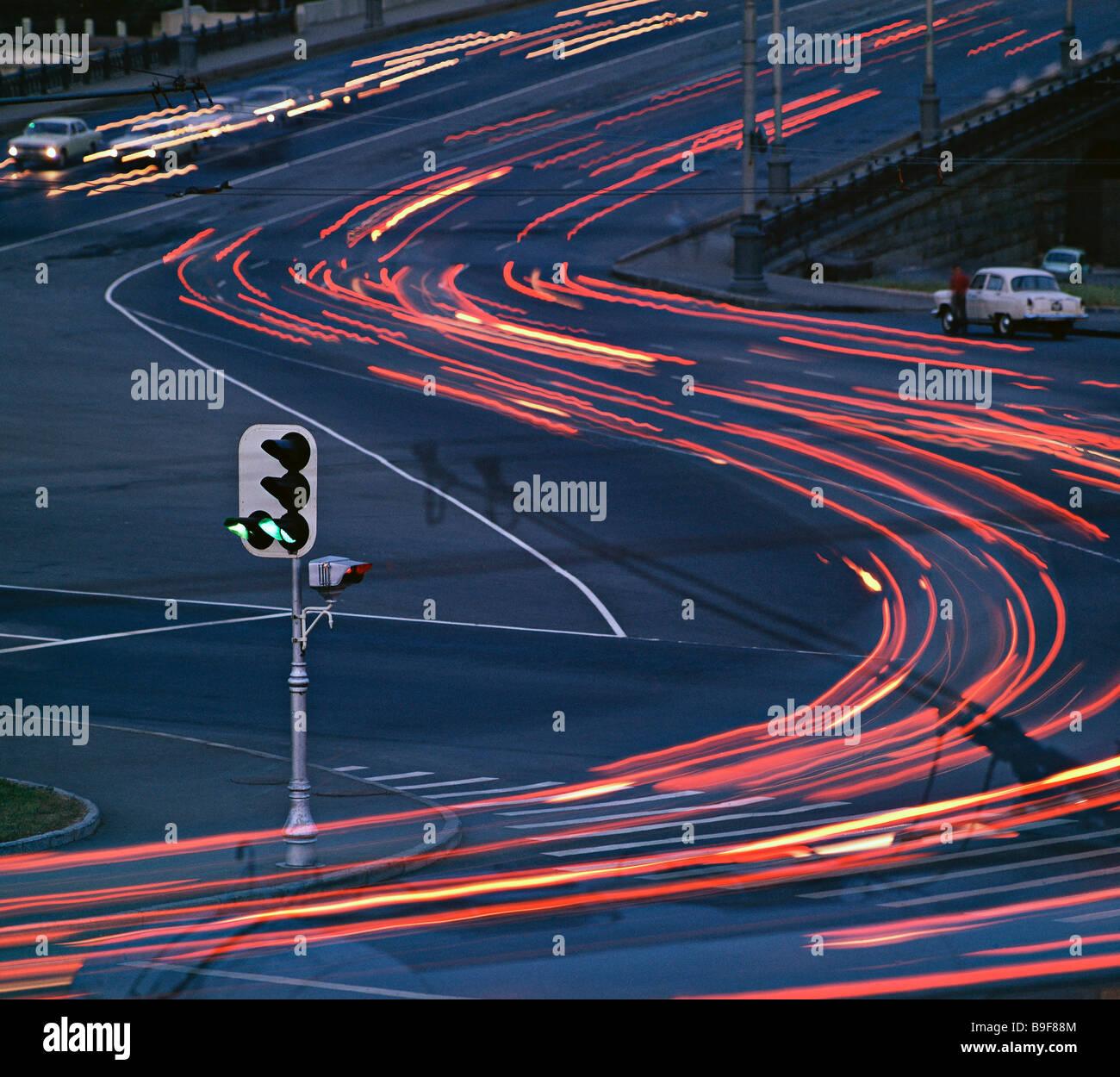 Autobahn bei Nacht Moskau Stockbild