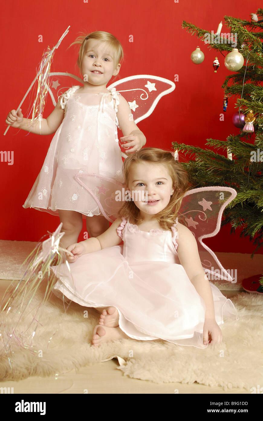 Weihnachten Mädchen zwei Verkleidung Engel Stern-Stab wings fröhlich ...