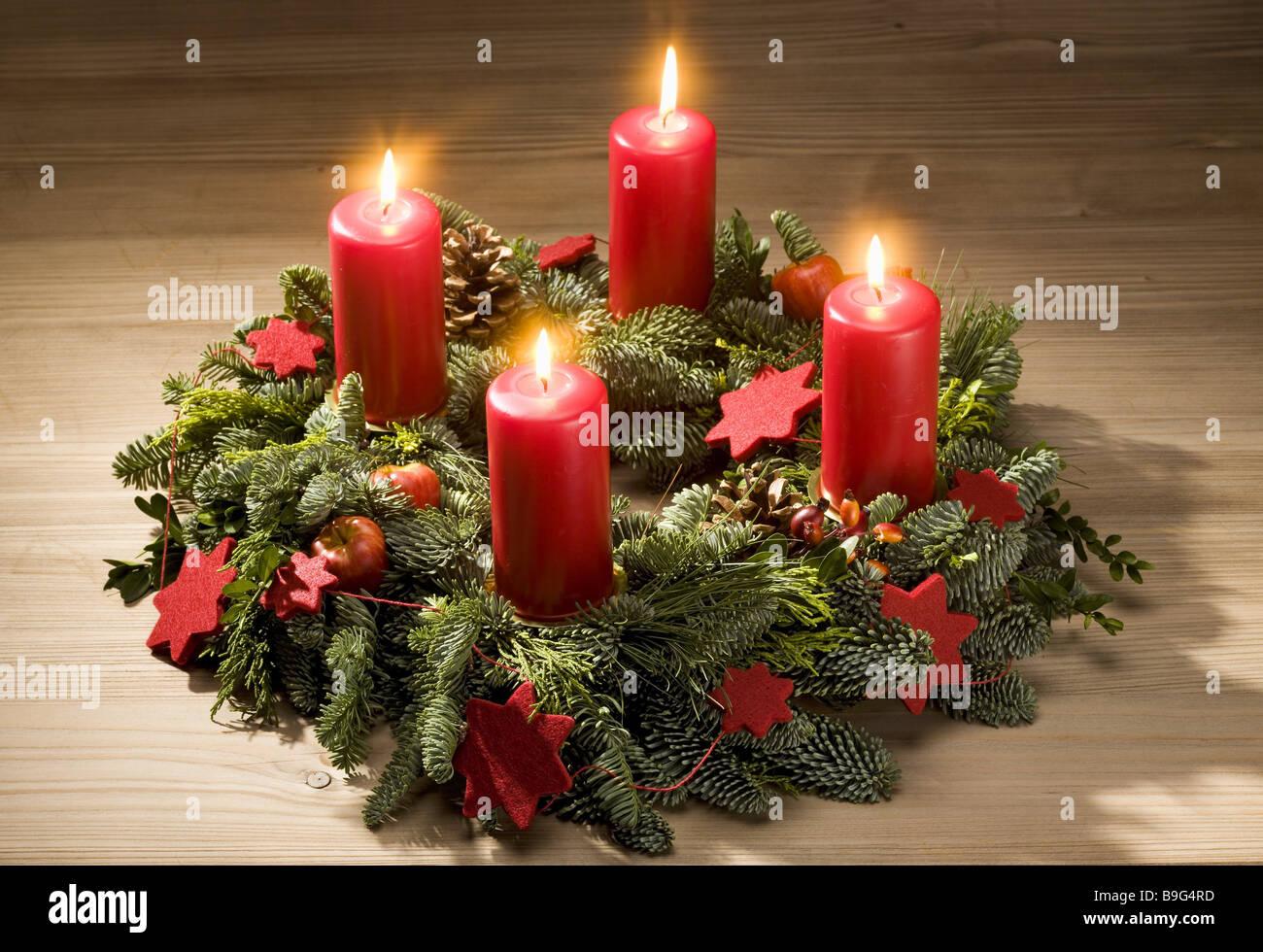 Tabelle adventskranz weihnachtskerzen advents zeit brennen - Adventskranz englisch ...