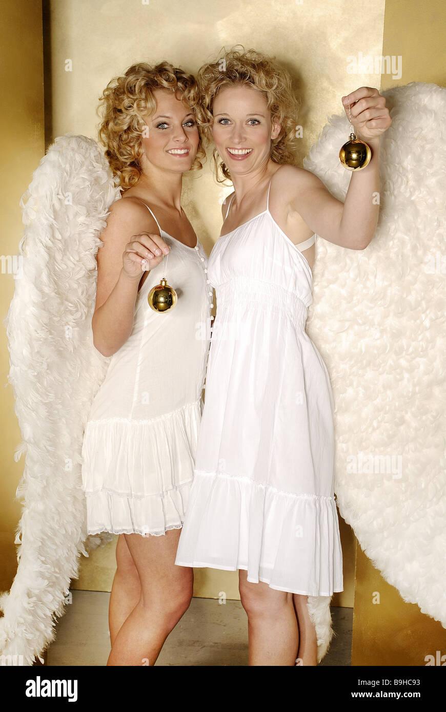 Frauen junge blonde Engelsflügel fröhlich lächelnd Shows zusammen ...