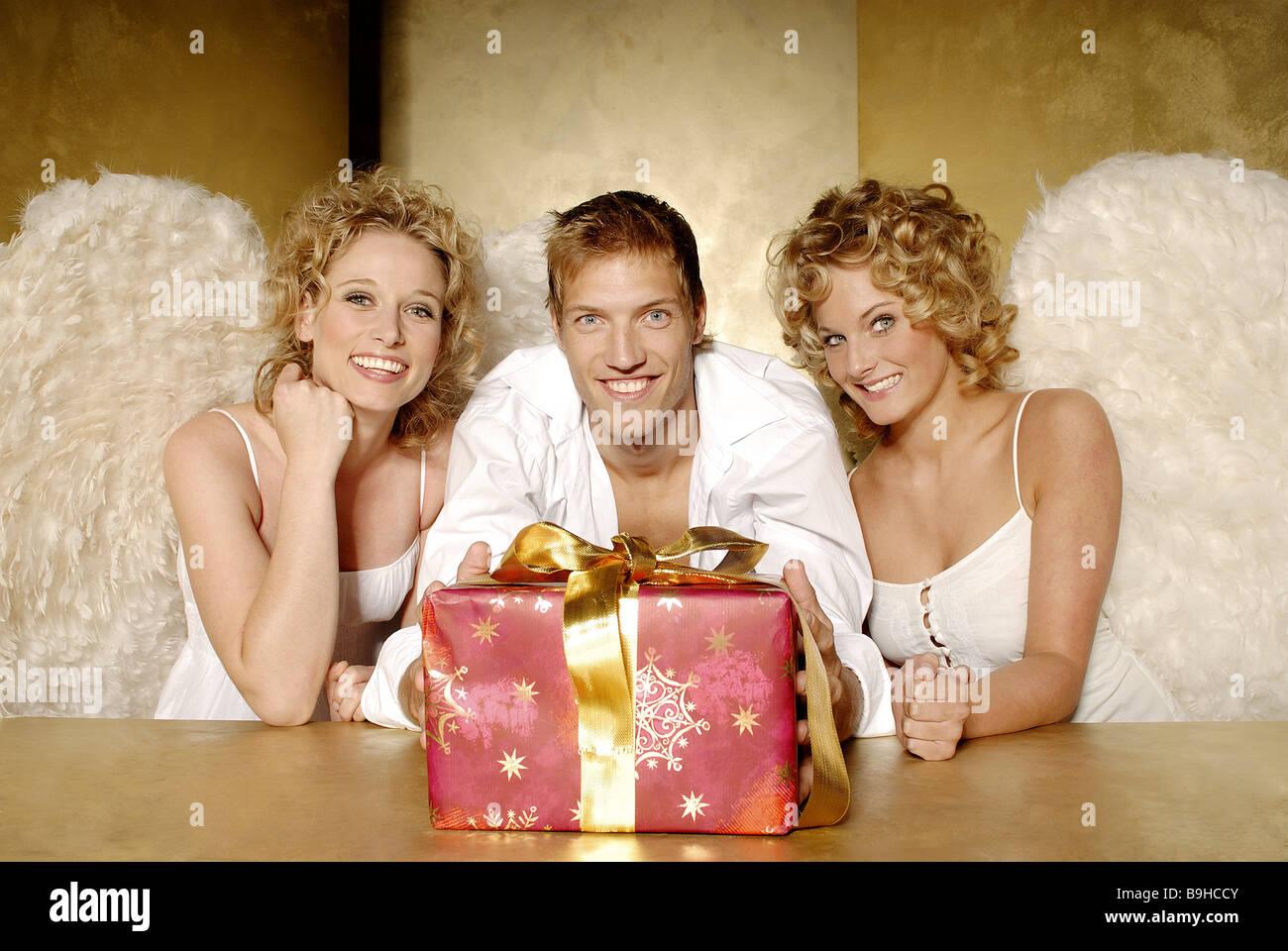 Tabelle Frauen junger blonde Engel Flügel Mann Lächeln ...
