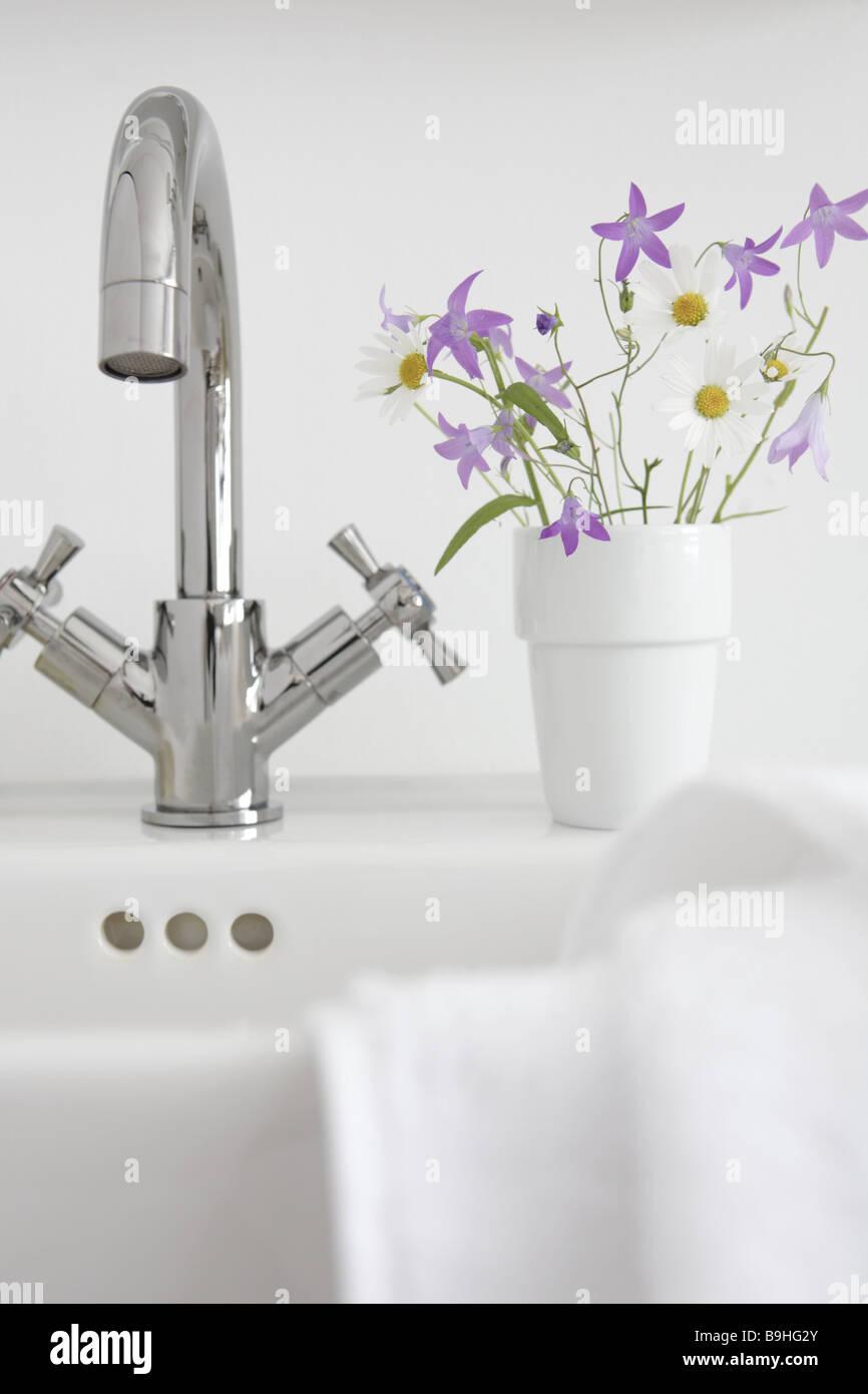 waschbecken mit wasserhahn cheap stahlwasser mund edelstahl einzigen handgriff waschbecken. Black Bedroom Furniture Sets. Home Design Ideas