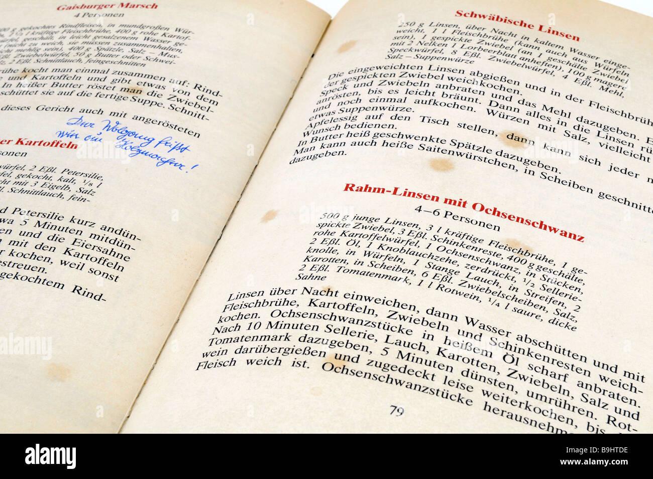 In einem gut gebrauchten schwäbische Kochbuch Rezepte Stockbild