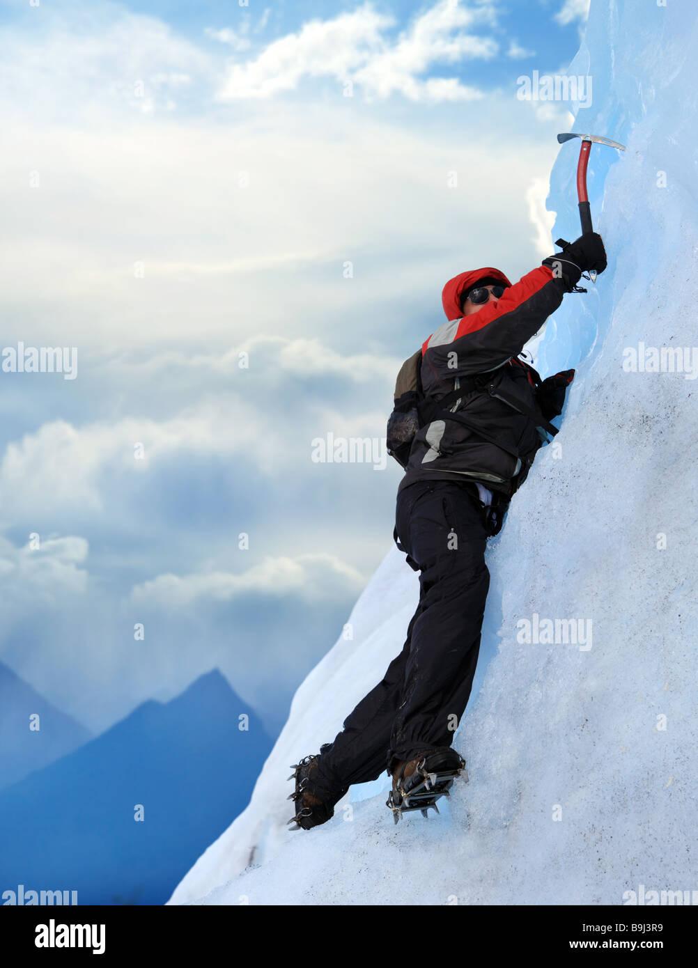 Ein Bergsteiger am Perito Moreno Gletscher Patagonien Argentinien Stockbild