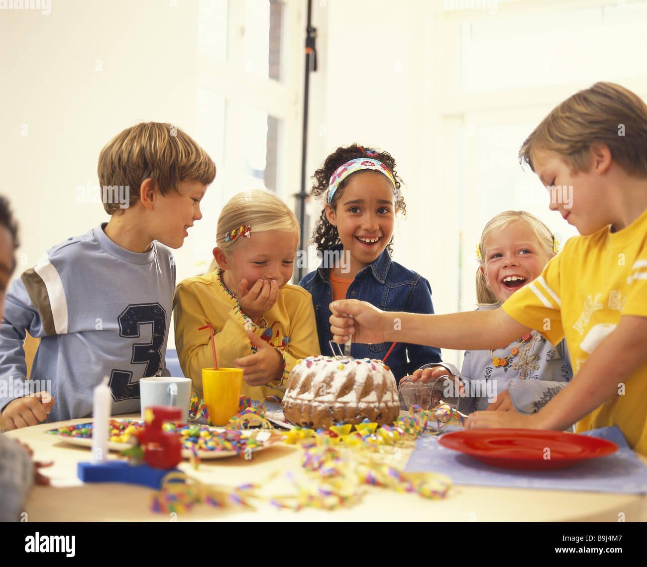 Kindergeburtstag Party Jungen Madchen Kuchen Broschen Feiert