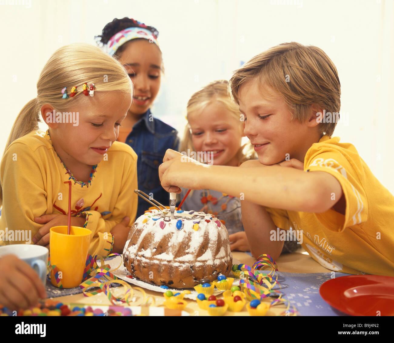 Kindergeburtstag Party Junge Madchen Kuchen Broschen Feiert Frohlich