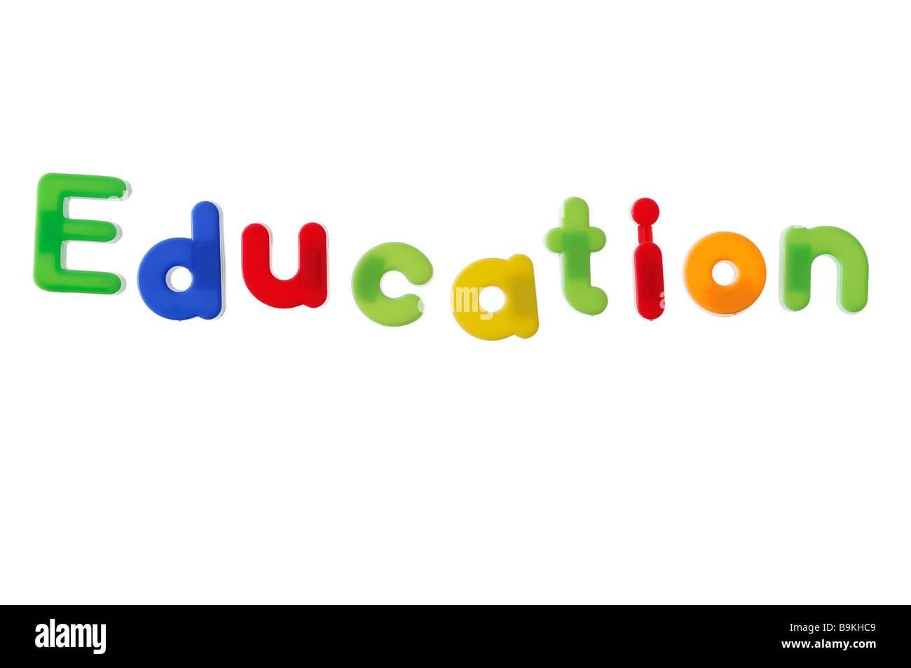 Bildung mit Magnetbuchstaben geschrieben Stockbild