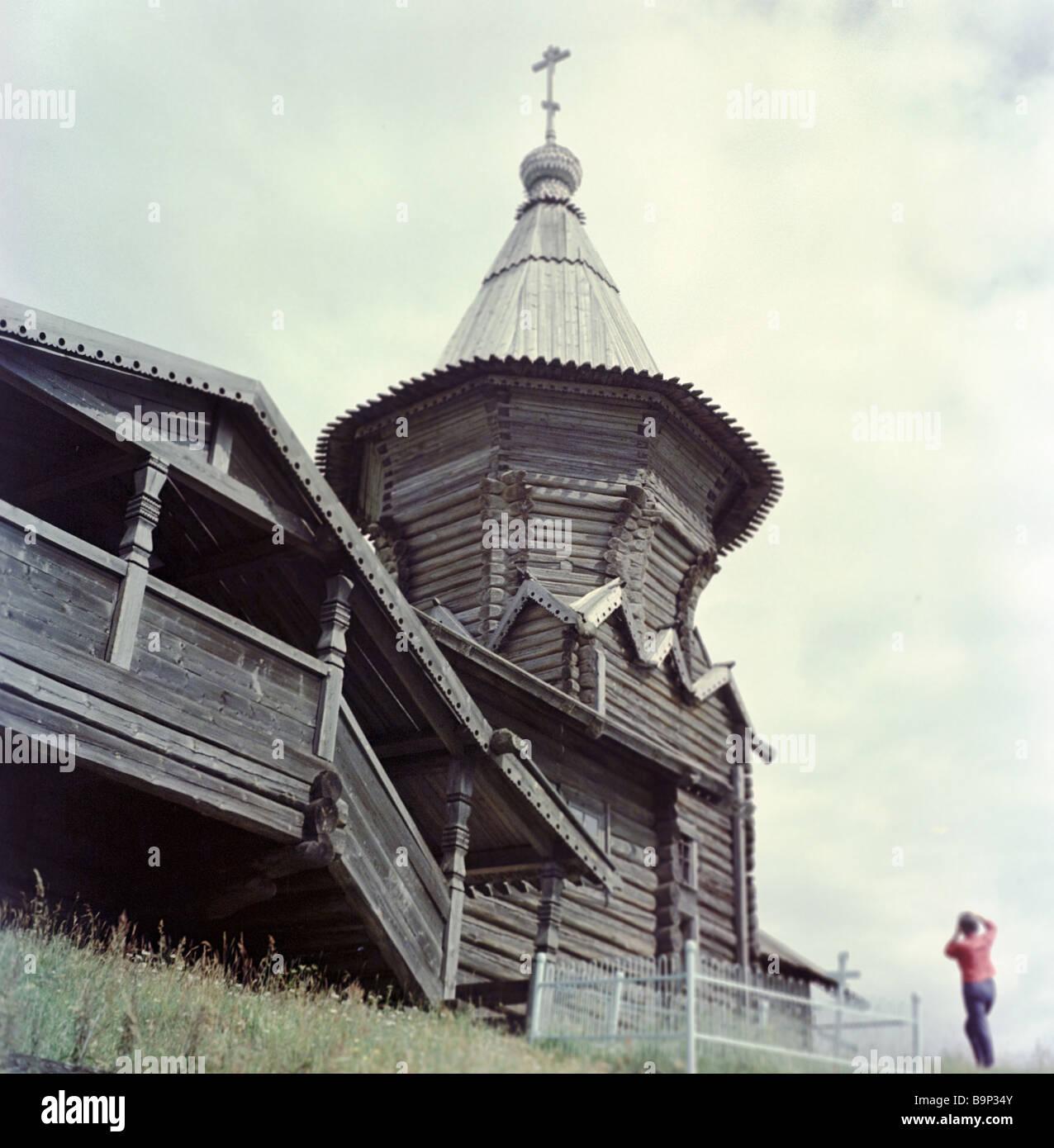 Holzkirche 1620 auf Lychny Island Lake Sandale Stockbild