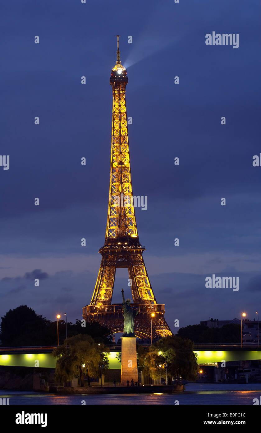 Ungewöhnlich Draht Eiffelturm Statue Ideen - Die Besten Elektrischen ...