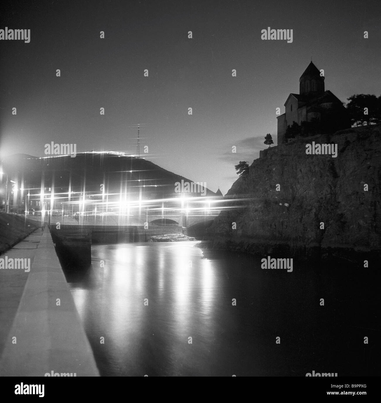 Georgischen Metekhi Burg bei Nacht Stockbild