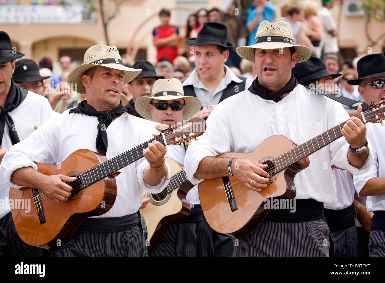 Kanarische Musikgruppe internationale Messe für die Menschen in Fuengirola Málaga Sonnenküste Andalusien Stockbild