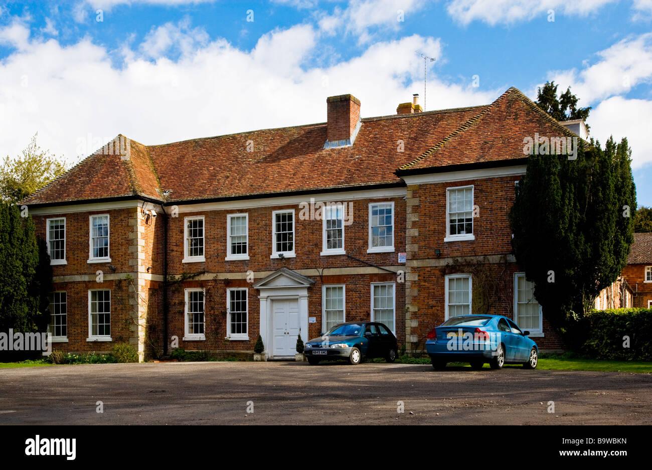 Das alte Pfarrhaus ein schönes Beispiel der georgischen Architektur in der englischen Dorf Pewsey in Wiltshire Stockbild