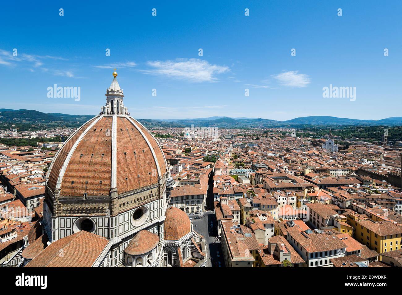 Blick auf die Kuppel der Basilika di Santa Maria del Fiore (Duomo) von den Campanile, Florenz, Toskana, Italien Stockbild