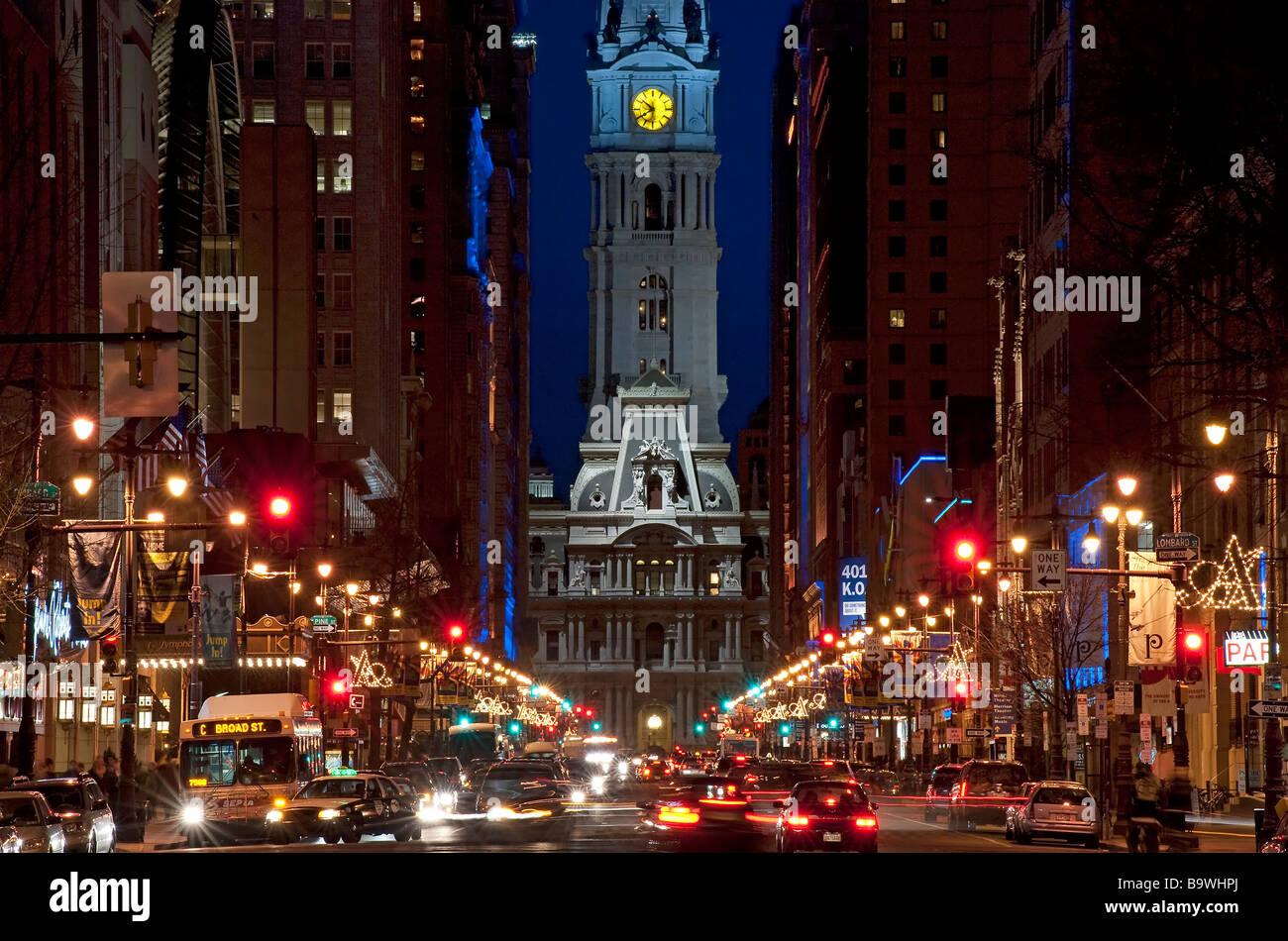 Breite Straße Nachtleben zu Rathaus Philadelphia Pennsylvania USA Stockbild