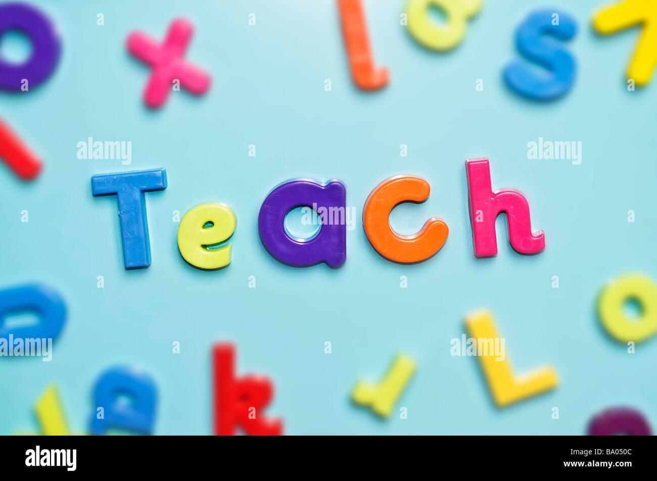 Magnetische Alphabet Buchstaben Rechtschreibung Wort lehren Stockbild
