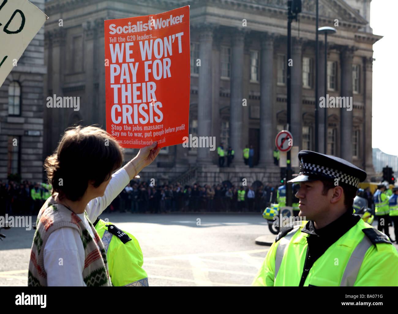 Demonstrant außerhalb der Bank of England während der 2009 G20-Gipfel, London, UK. Stockbild