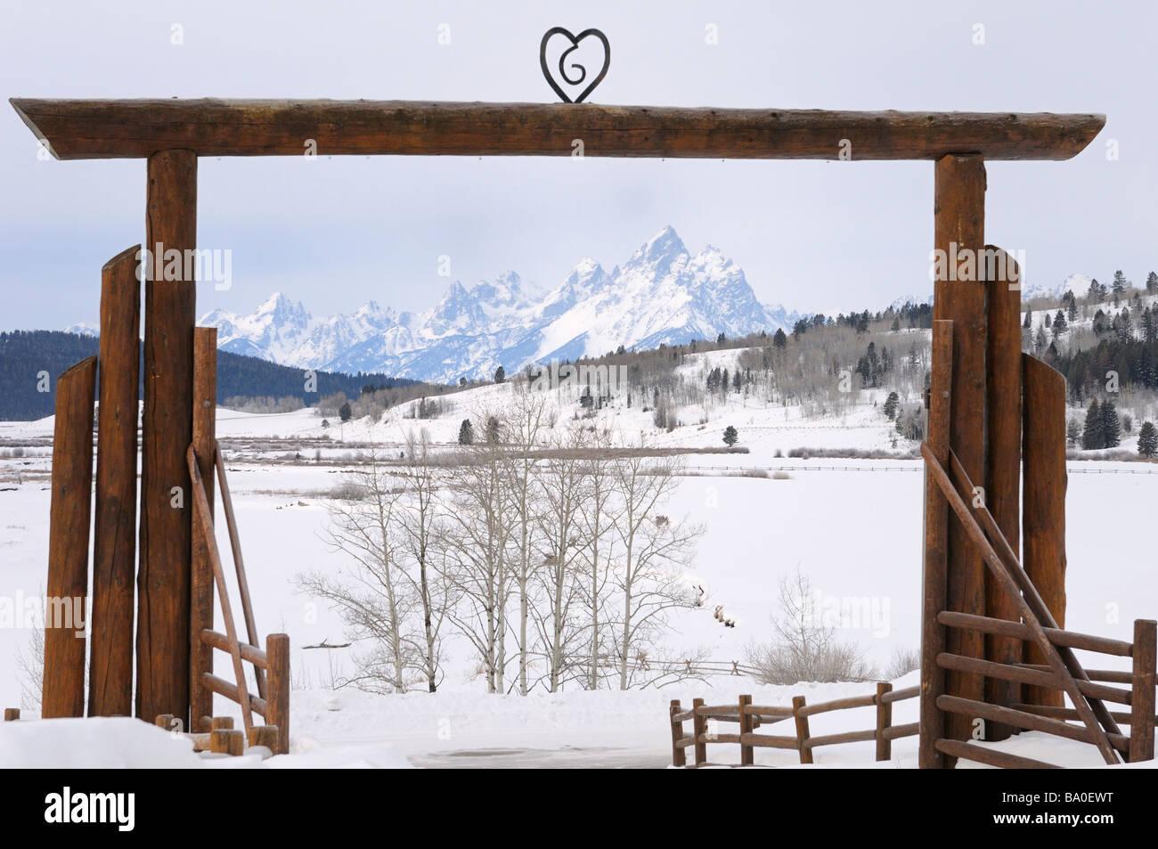 Tor Bogen von Herzen Six Ranch im Schnee bedeckt Buffalo Valley im ...