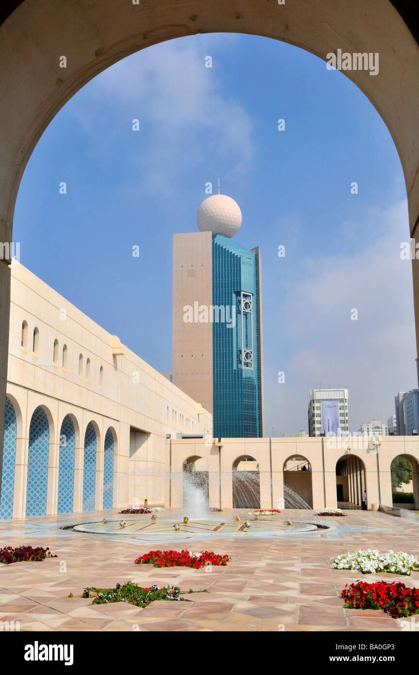 Abu Dhabi Cultural Foundation gepflasterten Innenhof und Brunnen mit ...