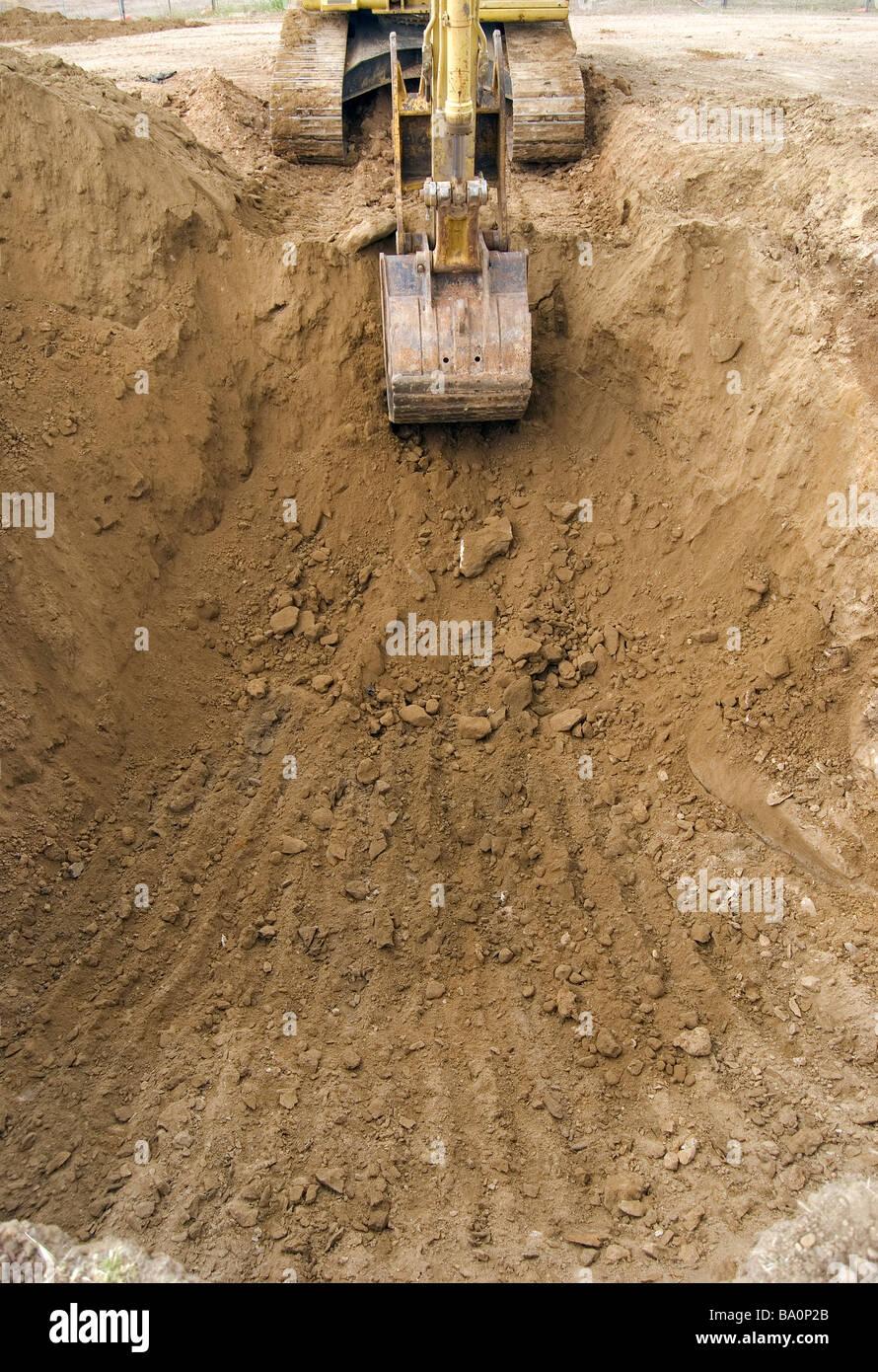 Schiene montiert Bagger entfernen Stein und Erde aus Ausgrabungen im ...