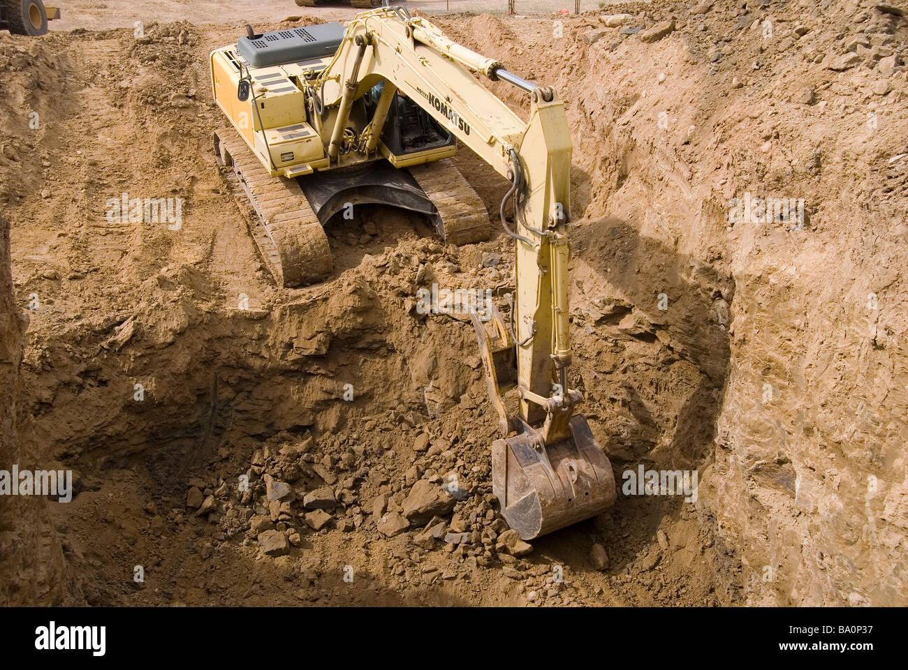 Track Bagger entfernen Rock von Ausgrabungen im Rahmen einer ...