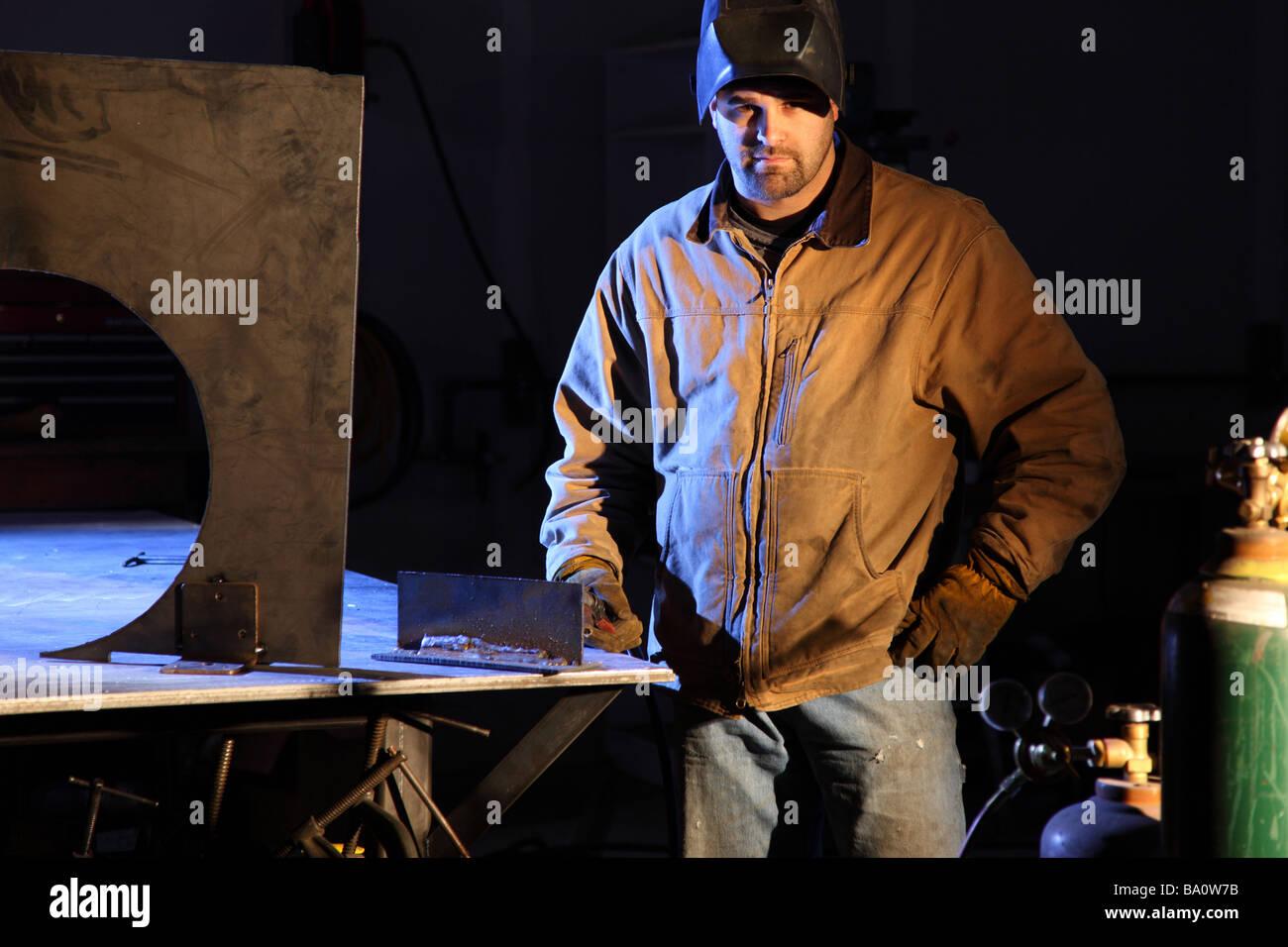 Porträt der Metallarbeiter im shop Stockbild