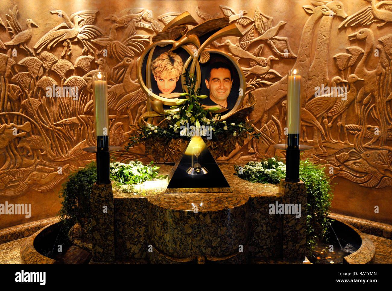 Denkmal in Harrods, Prinzessin Diana und Dodi Al Fayed, London, England, UK Stockbild