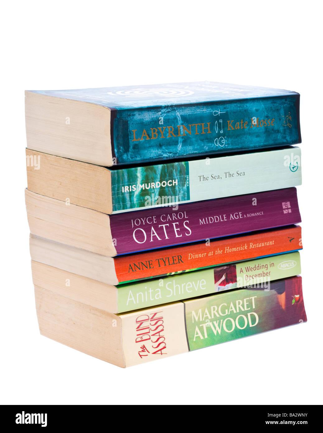 Bücherstapel von weiblichen Autoren literarische Fiktion Stockbild