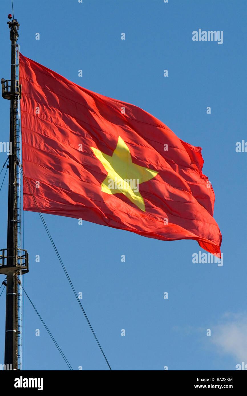 Mit fahne gelben stern rot Rote flagge