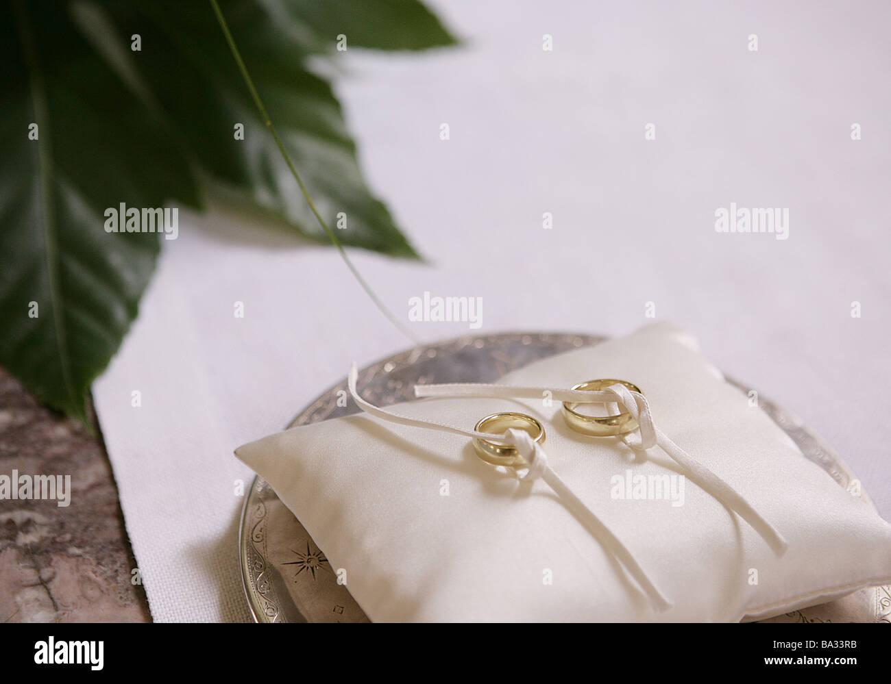 Bald Inge Ring Kissen Tablett Detail Ringe Trauringe Hochzeit Symbol