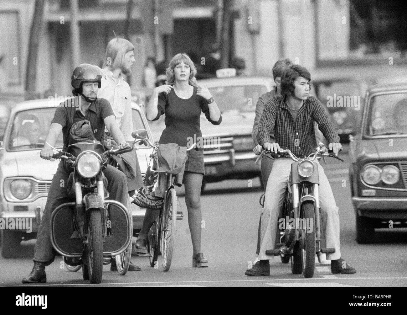 70er Jahre, schwarz / weiß Foto, Straßenverkehr, andere..