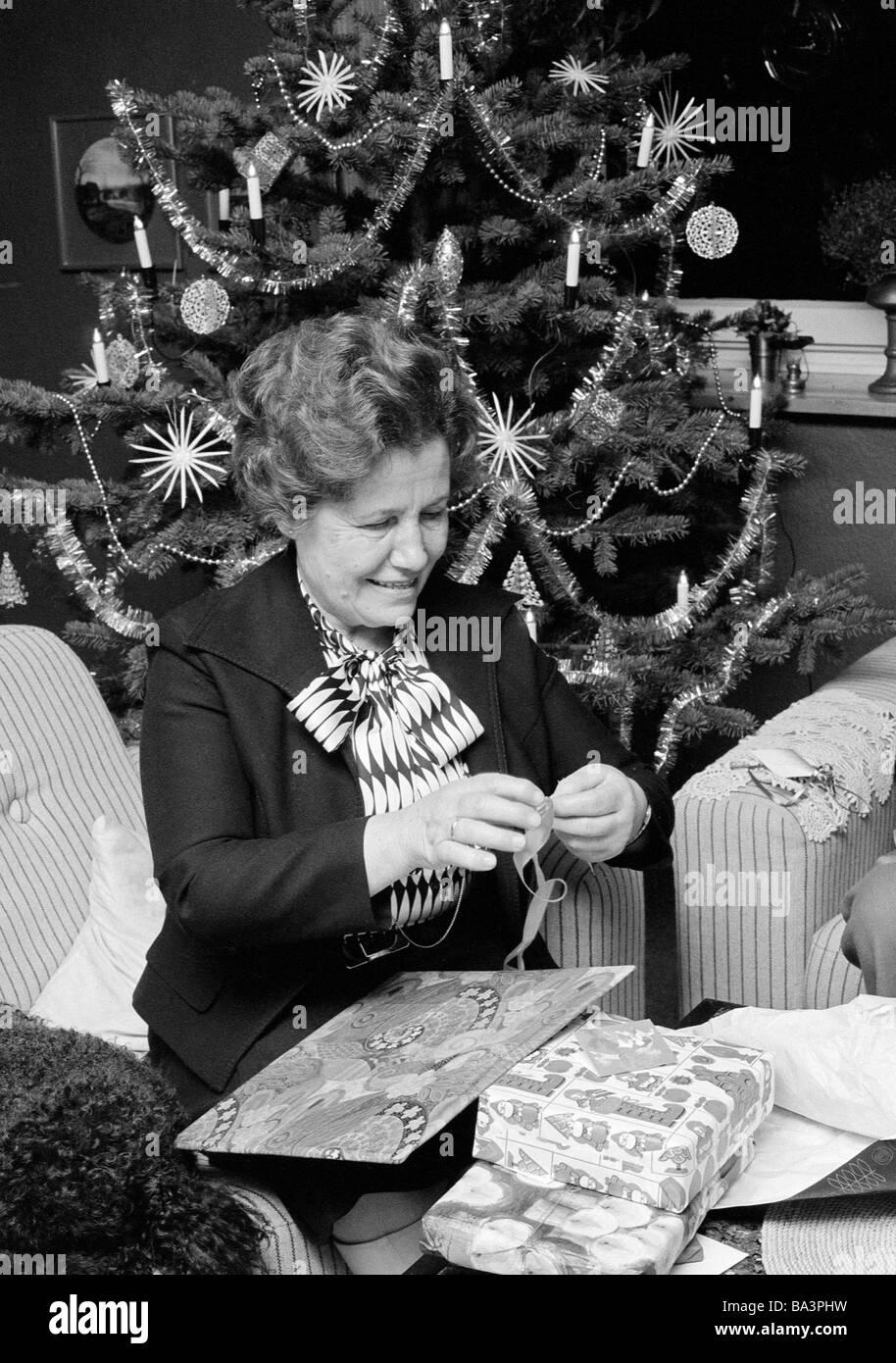 70er jahre im alter von schwarz wei foto weihnachten. Black Bedroom Furniture Sets. Home Design Ideas