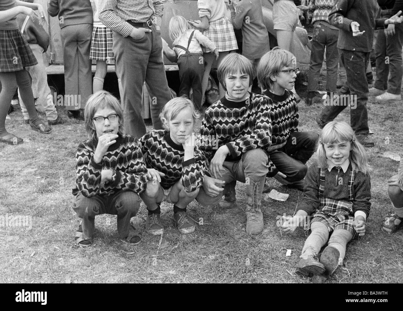 70er Jahre Schwarz Weiss Foto Menschen Kinder Vier Jungen