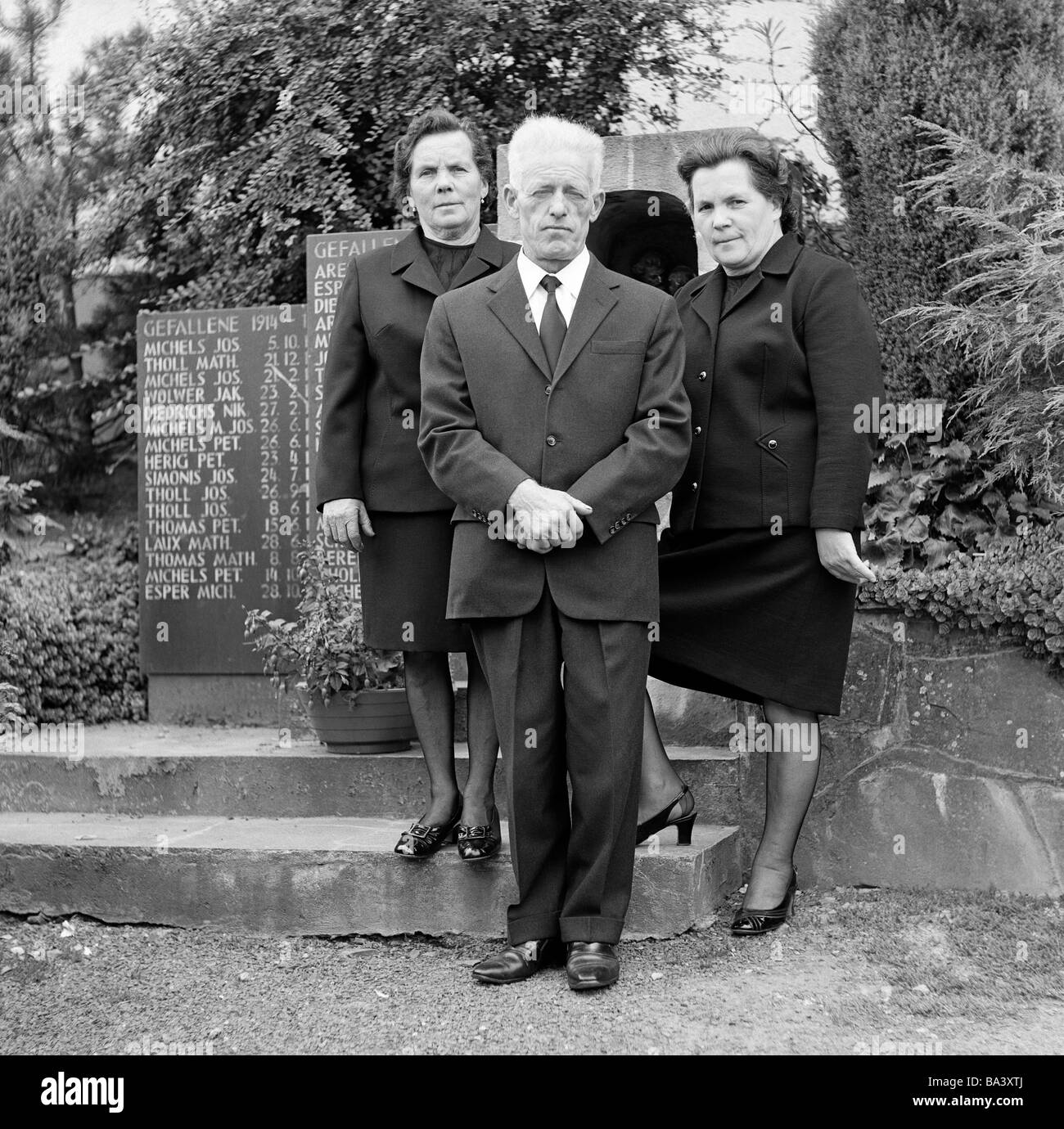 Ziemlich Schwarze Krawatte Partei Dresscode Bilder - Hochzeit Kleid ...