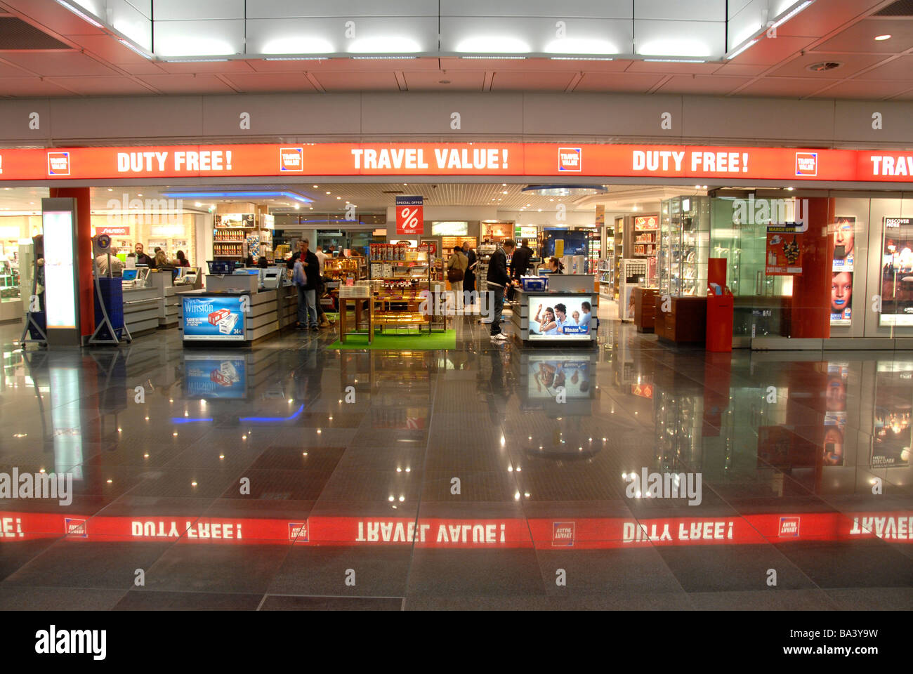 duty free shop flughafen m nchen deutschland stockfoto bild 23444229 alamy. Black Bedroom Furniture Sets. Home Design Ideas